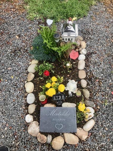 pierre tombale enfant ardoise cimetière