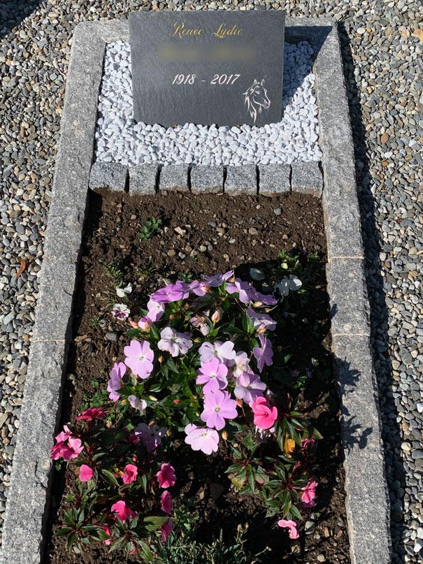 pierre tombale en ardoise végétal et minéral